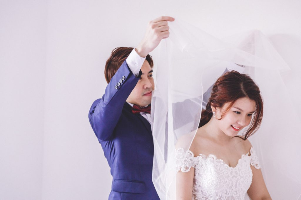 singapore wedding photographer videographer chinese groom bride unveiling changing to traditional kua
