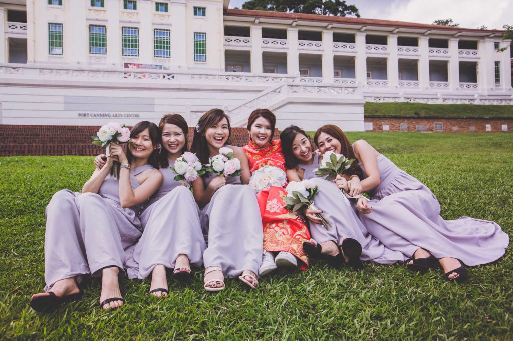 singapore wedding photographer videographer chinese groom bride groomsmen brothers sisters bridesmaids group photo fort canning hotel