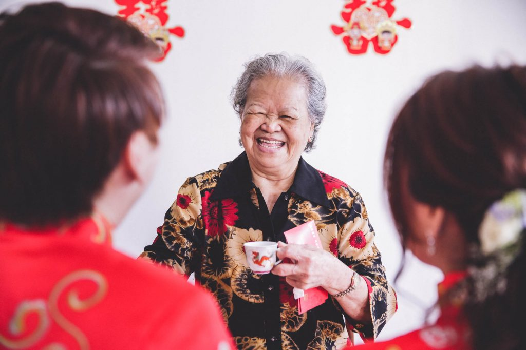 singapore wedding photographer videographer chinese groom bride red packet traditional tea ceremony customs grandma ahma