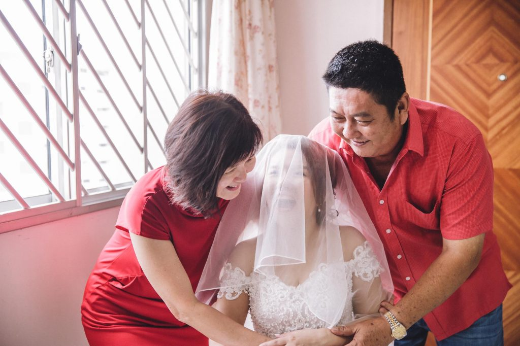 singapore wedding photographer videographer parent chinese veiling bride