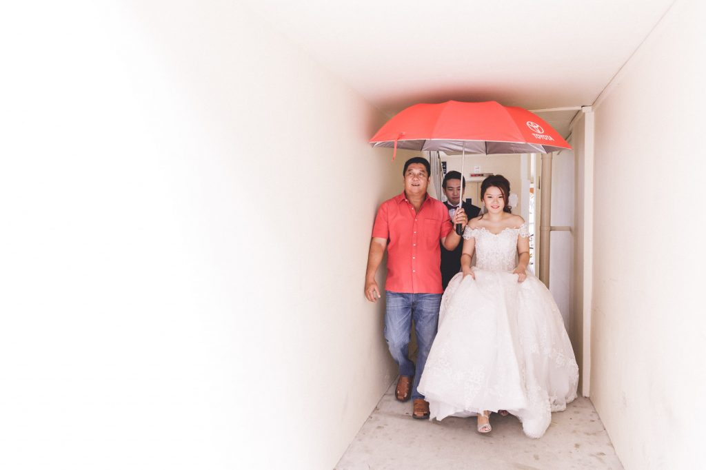 singapore wedding photographer videographer chinese groom bride red umbrella walking